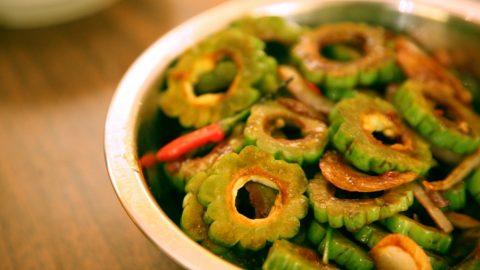 Karela chips with vegetable curd dip
